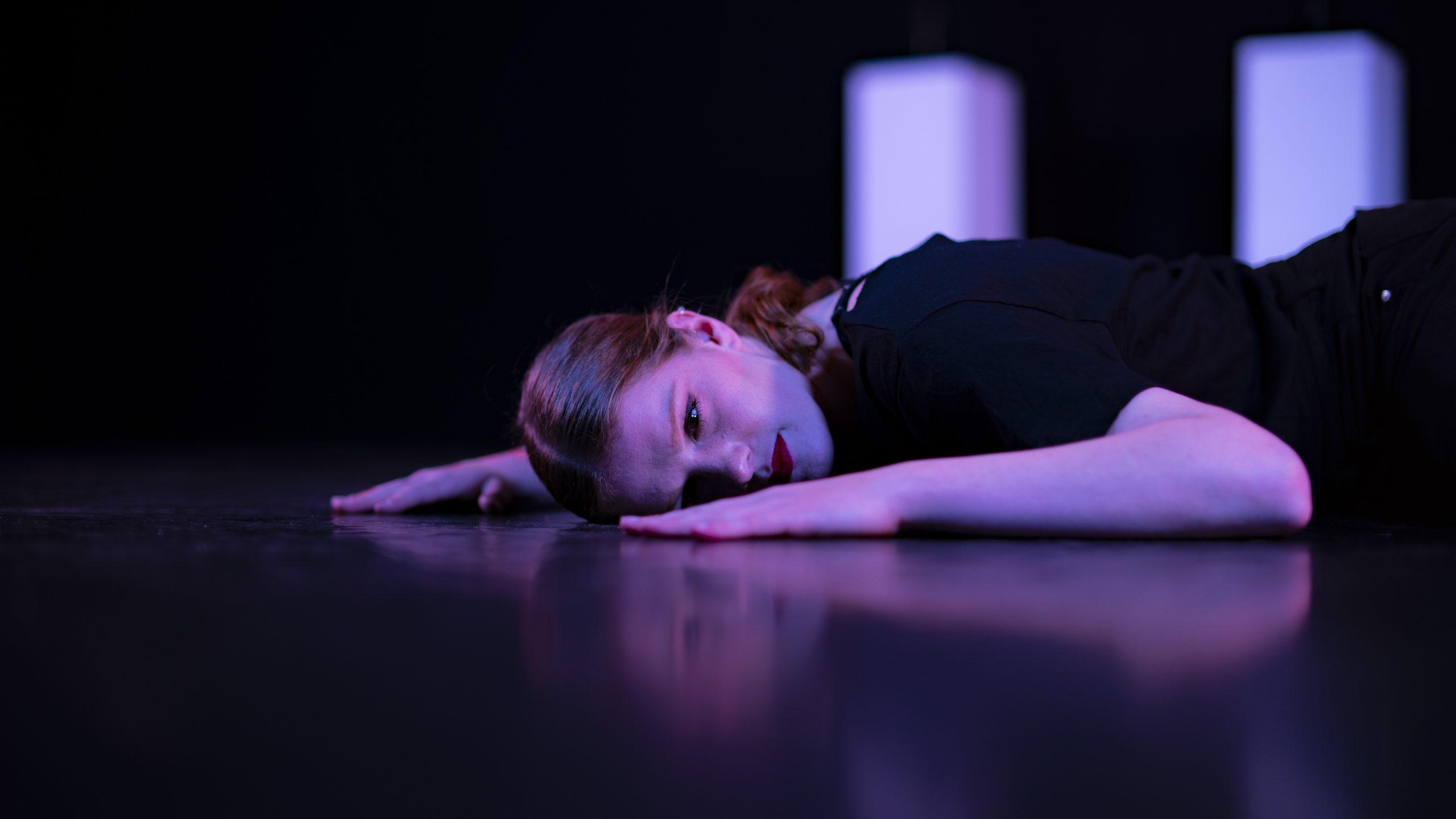 Danser Emma tijdens Innerlijk Ritme
